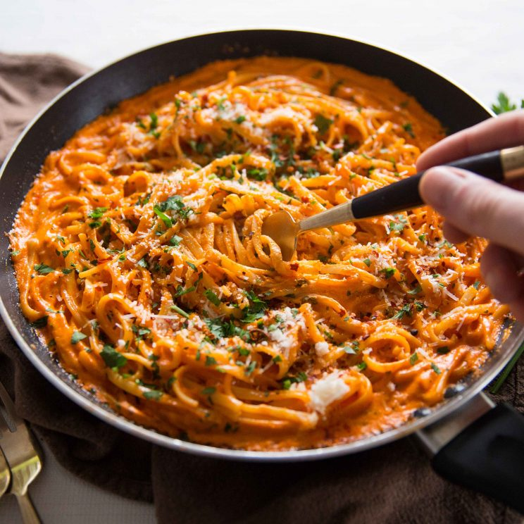 Creamy Roasted Red Pepper Pasta - Fork Diving In