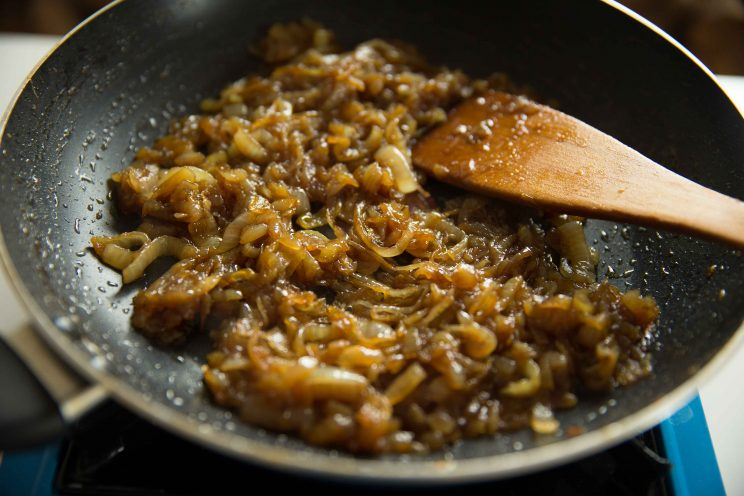 how to make caramelized onions - fully caramelized