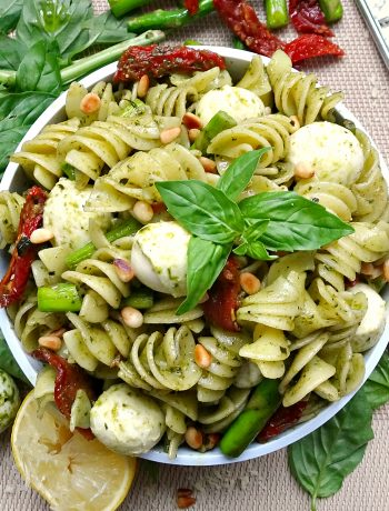 10 Minute Pesto Pasta with Asparagus and Sun Dried Tomato - overhead