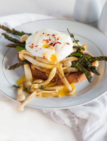 Perfect Poached Egg - with Asparagus and Mushrooms on Toast