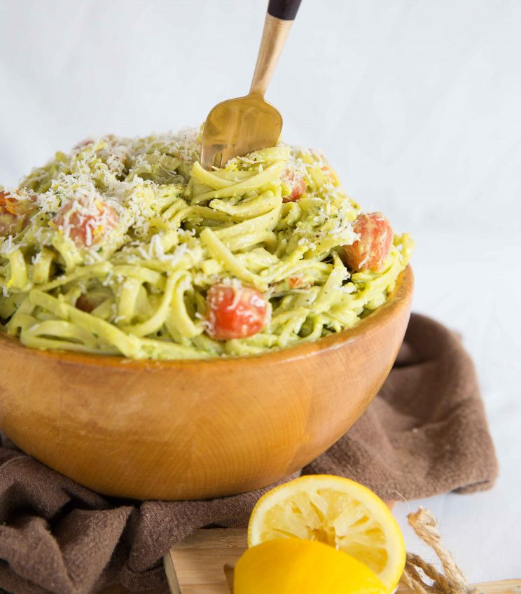 Creamy Avocado Pasta with Roasted Cherry Tomatoes - Fork diving in