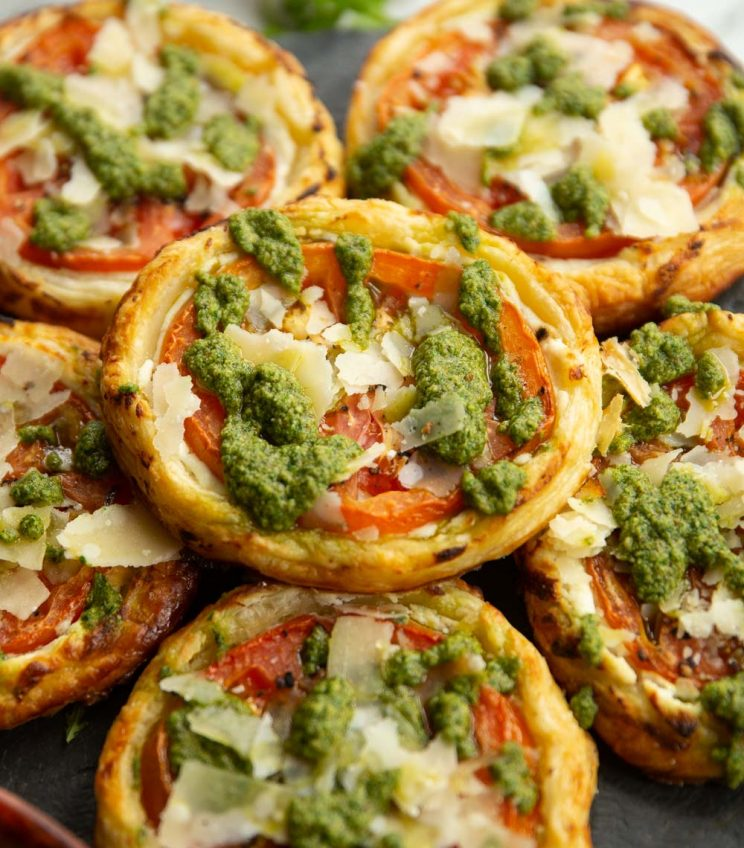 6 tarts stacked on each other served with rocket